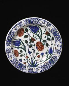 TR-dish-is-decorated-with-a-floral-spray-rising-from-a-small-clump-of-leaves©-Victoria-and-Albert-Museum,-London-800px