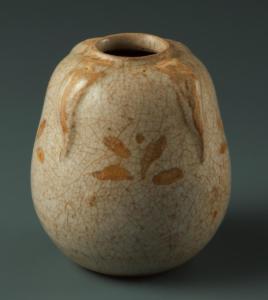 Petit pot en forme de courge à décor de plantes